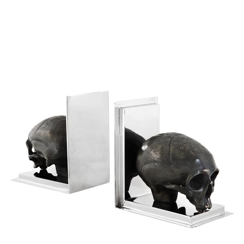 Buchstützen Totenschädel