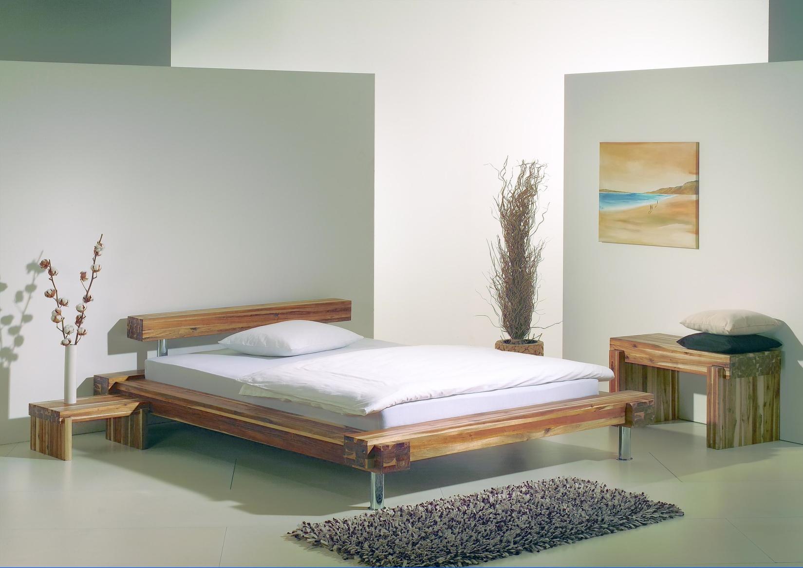 Futtonbett aus Akazienholz