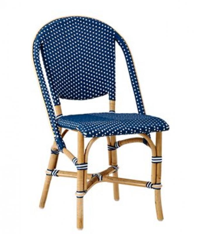 Rattanstuhl in Blau mit weißen Punkten